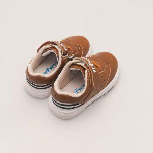 Bruine sneaker babyschoen