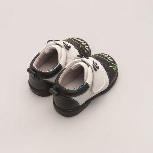 Moderne babyschoen met pandabeer look