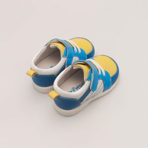 Opvallende babyschoen met zomerse kleuren