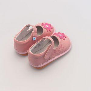 Roze babyschoen met grote bloemen