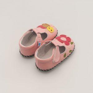 Roze babyslof met bloem en bij