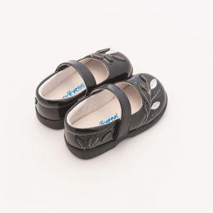 Sjieke zwart gelakte babyschoen